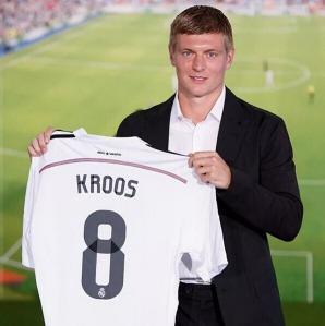 Toni_Kroos_firma_Real_Madrid_16